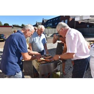 Zangers en vrienden van Apollo smulden van barbecue